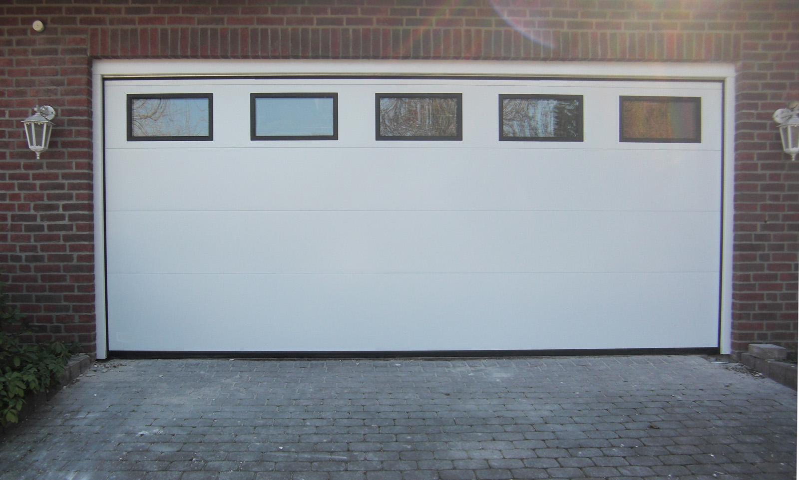 deckensektionaltor mit durchblickfenster und zus tzlichen rahmen tor1a. Black Bedroom Furniture Sets. Home Design Ideas